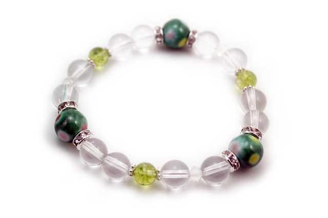有田焼と天然石のブレスレット(Arvo) 三つ玉釉彩グリーン水玉水晶ペリドット