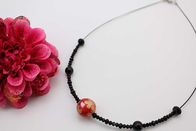 有田焼磁器玉天然石ペンダント(Arvo) 赤釉金彩桜オニキス