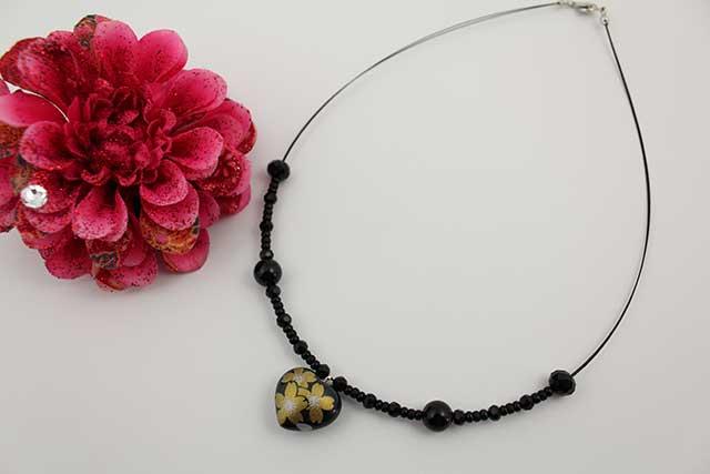 有田焼ハート天然石ペンダント(Arvo) 黒釉金彩桜紋様オニキス