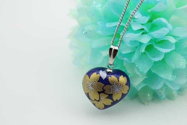 有田焼ハート型ペンダント るり金桜