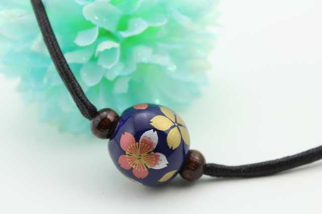 有田焼磁器玉皮紐ペンダント(フリー) 小  瑠璃桜吹雪