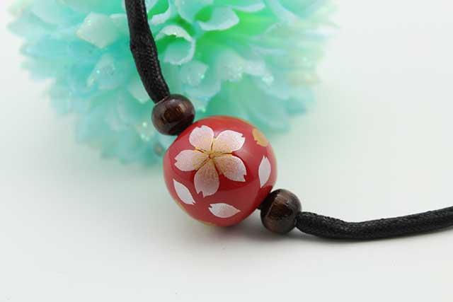 有田焼磁器玉皮紐ペンダント(フリー) 小  赤桜吹雪