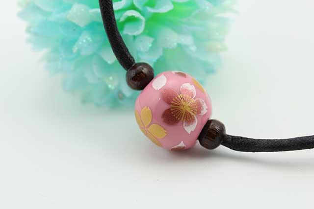 有田焼磁器玉皮紐ペンダント(フリー) 小  ピンク桜吹雪