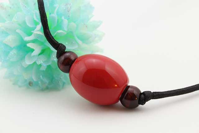 有田焼磁器玉皮紐ペンダント(フリー) 楕円  赤
