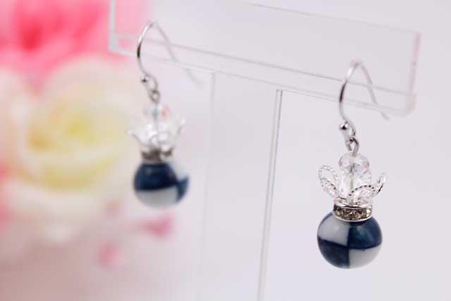 有田焼と天然石のコラボ(Arvo)ピアス(silver925)・イヤリング(ロンデル) 有田焼市松紋様+水晶