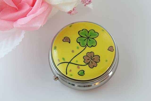やきもの 焼き物 陶磁器 アクセサリー 小物雑貨 有田焼ピルケース 黄クローバー