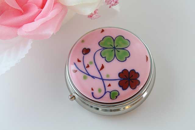やきもの 焼き物 陶磁器 アクセサリー 小物雑貨 有田焼ピルケース ピンククローバー