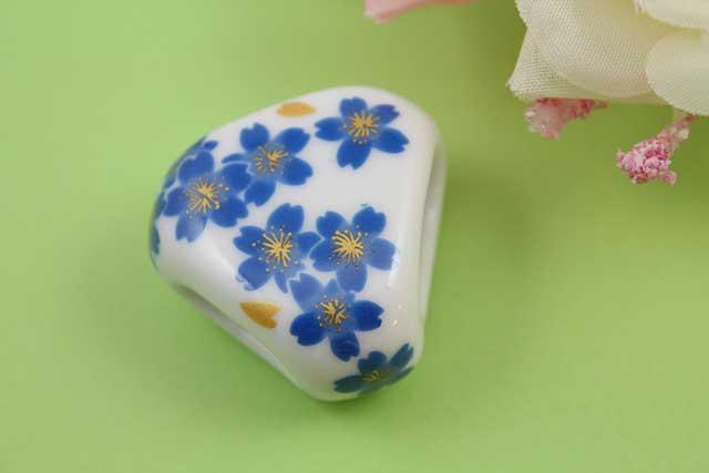 有田焼スカーフ留 ブルー桜