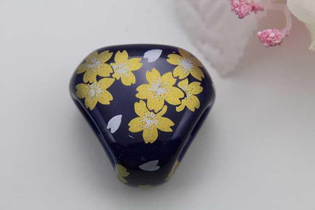 有田焼スカーフ留 るり金桜