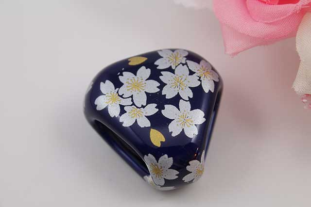 有田焼スカーフ留 るり銀桜