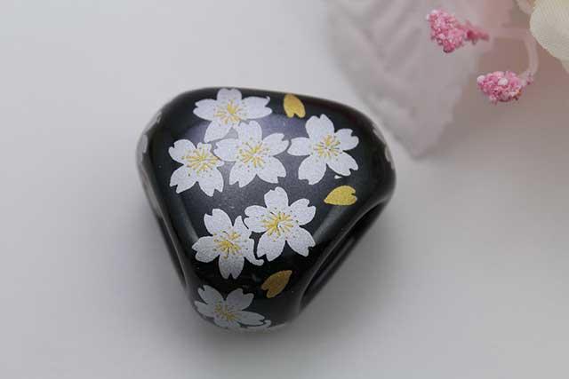 有田焼スカーフ留 黒銀桜