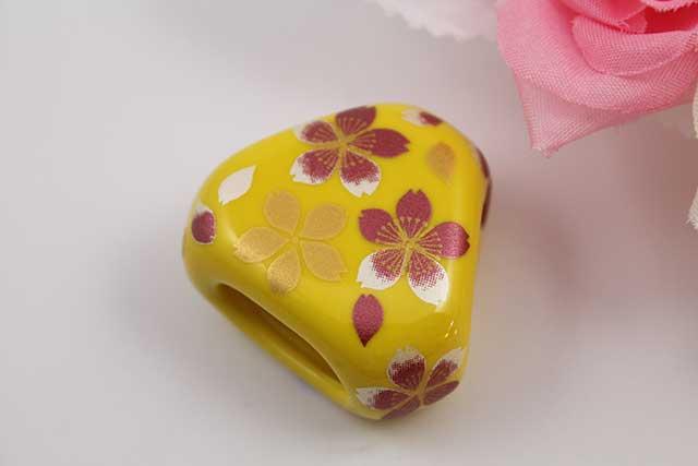 有田焼スカーフ留 黄桜吹雪