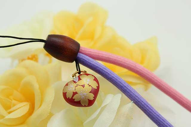 有田焼 染め紐ストラップ 赤金桜